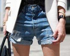 A blazer instantly upgrades a pair of denim cutoffs in that so unexpected, so cool… Denim Cutoffs, Jean Shorts, Waisted Denim, Ripped Jeans, Jeans Outfit For Work, Diy Shorts, Relaxed Outfit, Effortless Chic, Jeans Style