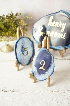 Display small and large agate slices on our easels to display modern table numbers or unique wedding decor.
