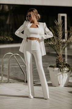 White Outfits For Women, Suits For Women, Clothes For Women, White Pants Outfit, All White Outfit, White Jumpsuit, Suit Fashion, Look Fashion, Fashion Outfits
