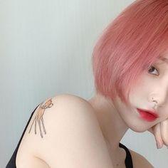 @𝓼𝓯𝓽𝓰𝓰𝓾𝓴𝓴 - 𝓤𝓵𝔃𝔃𝓪𝓷𝓰 𝓰𝓲𝓻𝓵. Ombre Hair, Pink Hair, Ulzzang Hair, Korean Girl Photo, Shot Hair Styles, Fantasy Hair, Model Face, Asian Hair, Dye My Hair