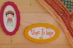 Amamos uma festa e todo mundo já sabe! Mas, aquelas coloridas e cheias de detalhes, principalmente feitos à mão, nos encantam ainda mais. Por isso, trouxemos uma festinha com muita personalidade e criatividade, com um tema diferente e encantador. O tema escolhido foi da Frida Kahlo, uma artista mexicana conhecida por suas artes plásticas em cores quentes, alegres e estampas fortes e seu auto retrato. A paleta de cores não poderia ser diferente: vermelho, amarelo, rosa, laranja e toques de…