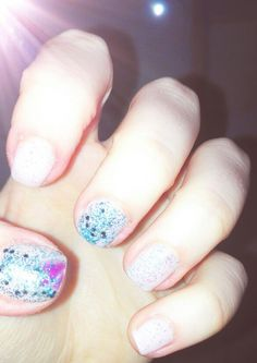 DIY Blue and rosé glittering nails <3