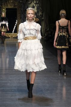 Dolce & Gabbana Women Fashion Show Gallery – Fall Winter 2013 Collection Little Red Dress, Little White Dresses, Wedding Dresses Photos, Fall Wedding Dresses, Party Dresses, Dolce & Gabbana, Runway Fashion, Fashion Show, Milan Fashion
