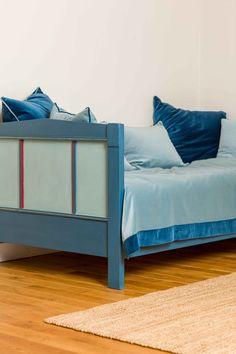 Altes Bett in Kreide Emulsion gestrichen