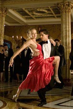Sarah Walker (Yvonne Strahovski) and Bryce Larkin (Matt Bomer) - Ep. 203