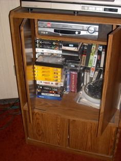Mueble para Television & Video VHS o DVD in dirkniemeyer's Garage Sale in Satelite , Mexico for $200.