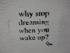 """"""" 目が覚めた時、どうして夢を見るのをやめるの? """" * 寝ている時に見る夢は、心のメンテナンスをしているって…なるほど。中途半端に覚えていない方が、スッキリと目覚め、一日を始められると思っていました ☺︎*"""
