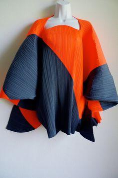 Stunning ISSEY MIYAKE sculptural pleats tunic