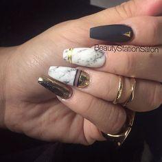 Mis nuevas uñas, hechas por mi para mi #marble #gold #coffin #Nails #nailswag #nailartist