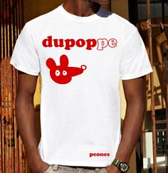 "Image of T-shirt Unisex logo rosso in cotone ""dUpoPPE bY pEoNEs"""
