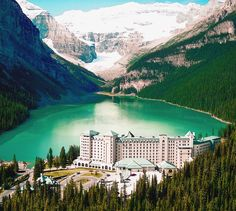 Magnificent Lake Louise #Canada