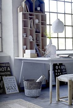 Home Office Inspiration - A great example of how your home office can truely keep you griped and inspired Interior Work, Interior Design, Office Inspiration, Office Ideas, Table Shelves, Box Houses, Deco Design, Design Design, Studio Design