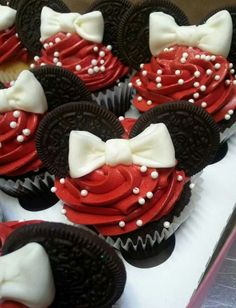 Mini cupcakes for a Minnie Mouse themed little girl's birthday party! How adorable