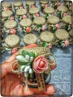 Order memory # mertuğçe # order taken, Wedding Gifts For Guests, Diy Wedding Favors, Wedding Decorations, Deco Champetre, Wedding Candy, Decorated Jars, Gift Packaging, Bottle Crafts, Paper Flowers