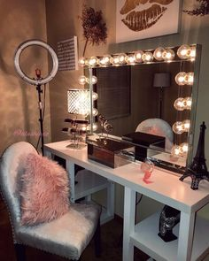 """860 Likes, 8 Comments - A L A S H I A X O (@alashiaxo) on Instagram: """"still touching up my beauty room but so far so good! My friends and I worked HARD to set everything…"""""""