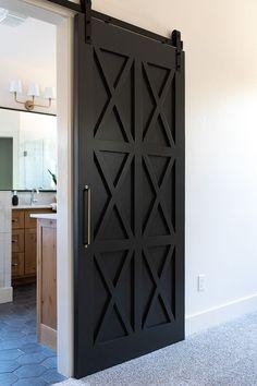47 Best Modern Farmhouse Interior Design Ideas - 2020 Home design Black Interior Doors, Black Doors, Midcentury Interior Doors, Interior Door Styles, Black Windows, Porta Diy, Modern Farmhouse Interiors, Farmhouse Decor, Farmhouse Style