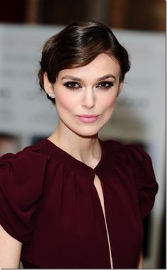 Wedding Makeup Pale Skin Keira Knightley Best Ideas - Care - Skin care , beauty ideas and skin care tips Keira Knightley Weight, Keira Christina Knightley, Cara Delevingne, Vestidos Color Vino, Pale Skin Makeup, Sexy Makeup, Clean Makeup, Flawless Makeup, Winter Typ