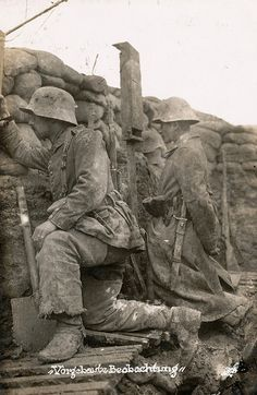 """Vorgebaute Beobachung"" - observation post in a muddy trench, ca. 1916"