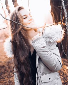 Read Capítulo 28 from the story Meu Capo. Winter Photography, Photography Poses, Aesthetic Roses, Beauty Around The World, Wattpad, Girls Dpz, Girl Poses, Sweet Girls, Pretty Girls
