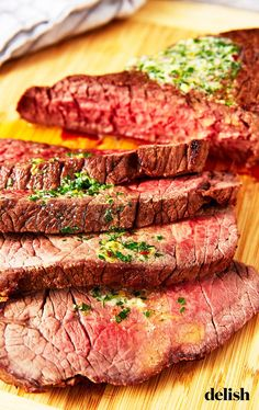 Parker Feierbach What is London broil?Most people mistakenly think London broil started out as a cut of meat, when it's actually a type of preparation. Steak Dinner Recipes, Skirt Steak Recipes, Grilled Steak Recipes, Grilling Recipes, Grilling Ideas, Grilled Meat, London Broil Steak, Cooking London Broil, London Broil Recipes
