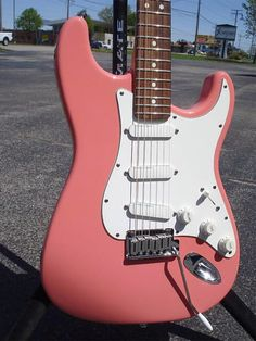 Fender Stratocaster Plus Body Colour - Shell Pink. Image from Xhefri's Guitars