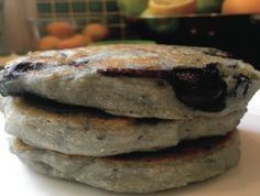 Panecakes with blueberry, cardamom and coconut Pannenkoeken met blauwe ...