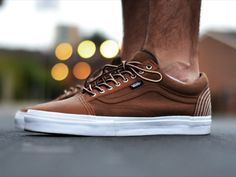 sweetsoles: Carhartt x Vans Old Skool (by. – Sweetsoles – Sneakers, kicks and trainers. On feet. Moda Fashion, Fashion Shoes, Men's Fashion, Fashion News, Nike Outfits, Vetements Shoes, Moda Nike, Leather Vans, Brown Leather Trainers