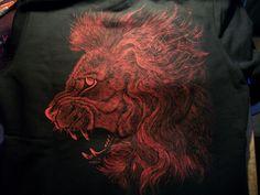 Roaring lion :) Paulina Szczepaniak, 2015 Painting on men blouse, back. Textile paint.  #lion   #roar   #painting   #fabric   #blose  #textile #back