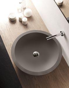 Ampuero lavabo de cemento, Cement & Terrazzo, Natural Series by Bathco. Ref 08004, medidas 500x110 mm Vintage Bathrooms, Modern Bathroom, Bathroom Styling, Bathroom Interior Design, Cuba, Ideas Habitaciones, Wood Sink, Terrazo, Stone Basin
