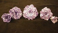 This listing is for 5 roses: 1 ex-large (5), 2 large (3 1/2), and 2 medium (2 1/2) and 1 small (1 1/2). These beautiful roses are made of mauve gum