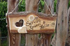 Noch irgendwo einen Baumstamm oder eine -scheibe herumliegen? 14 supertolle DIY-Ideen aus Holz! - Seite 2 von 14 - DIY Bastelideen Rustic Crafts, Wooden Crafts, Diy And Crafts, Wooden Door Signs, Wooden Doors, Wood Lumber, Barn Wood Projects, Wooden Art, Wood Pallets