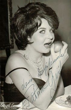 fatma girik 50 Kadınlar Arab Fashion, 1960s Fashion, Best Old Songs, World Star, Historical Pictures, Celebs, Celebrities, Turkish Actors, Most Beautiful Women