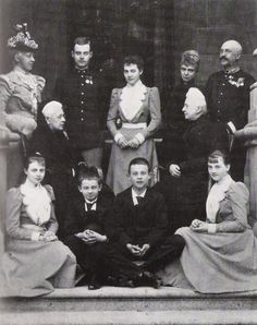 Grand Duchess Alexandra Iosifovna Romanova of Russia with the Hanover/Cumberland family.Her sister Marie was the mother of Ernst August.husband of Thyra.sister of Marie Feodorovna of Russia and Alexandra of Great Britain. Princess Alexandra, Princess Caroline, Adele, Royal Photography, Victorian Photography, Ernst August, Christian Ix, Imperial Russia, Queen Victoria