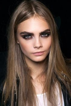 Cara Delevigne knows how to do the perfect smokey bronze eye #makeupmind #makeupcourses