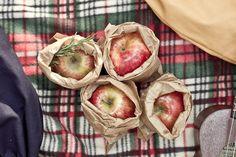Valise. Colección Otoño Invierno. www.valisebags.com. Picnic de invierno en el bosque.  #valisebags #valisebarcelona #bags #fashion #bagpack