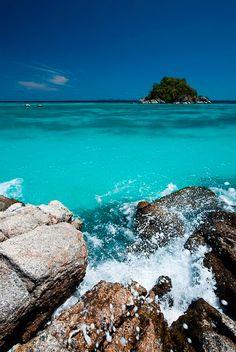 Dreamy Seashore / Bord de mer qui inspire le voyage #Seashore #Waves #Vagues #Beach # Sea #Plage #Mer