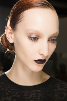 Christian Dior Fall 2016 Ready-to-Wear Beauty Photos - Vogue