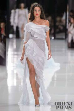 Ralph & Russo Spring 2018 Couture Fashion Show - The Impression Women's Runway Fashion, Fashion Week, Boho Fashion, High Fashion, Fashion Show, Fashion Design, Fashion 2018, Fashion Hacks, Fashion Tips