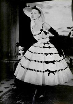 Christian Dior, Spring 1957 Couture, by Joseph Grove for L'Officiel Fifties Fashion, Retro Fashion, Vintage Fashion, Christian Dior Couture, 1950s Style, Vintage Outfits, Vintage Dresses, Dior Dress, Vestidos Vintage