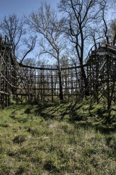 There's nothing creepier than abandoned theme parks.. & I love them!