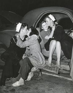kissing sailors c.1940s