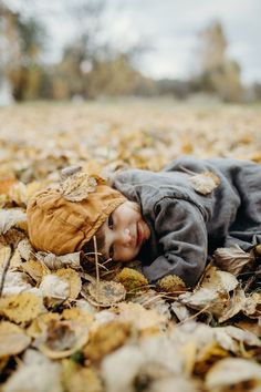 Boho Baby Clothes, Unisex Baby Clothes, Seasons Activities, Winter Kids, Creative Portraits, Cabins In The Woods, Natural Baby, Photo Sessions, Childhood Memories