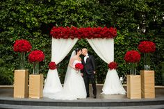 Regal Red & Gold Outdoor Ceremony | Photo: Lin & Jirsa Photography.