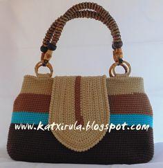 Bolso de algodón con asas de bambú y rafia. = Cotton bag with bamboo handles and raffia.