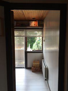 1 van 3 kamers 1e verdieping met #balkon  #tekoop #woonhuis jaren dertig, met veel verrassingen als: ruime zolder mogelijkheid van twee(!) slaapkamers, eerste verdieping drie slaampkamers, badkamer en separaat toilet, beneden hal, woonkamer met erker, keuken, toilet, douche, ruime tuin, twee schuren, (1 steen) veranda en tuinhuis, naast huis eigen 'gang', volledig dubbl glas, vloerverwarming etc ect €169.500,00  http://www.funda.nl/koop/hengelo/huis-49514293-aleidastraat-25/ #Hengelo…