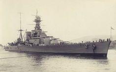 Battlecruiser HMS Hood in New Zealand, (Vintage Rare Photo) Naval History, Military History, Hms Hood, Capital Ship, Epic Art, Military Diorama, Super Yachts, Countries Around The World, Navy Ships