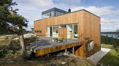 Huset er tegnet af den verdenskendte svenske arkitekt Gert Wingårdh, der har modtaget utallige priser for sine projekter. Han er også kendt for sin evne til at få arkitektur og materialer til at spille sammen med omgivelserne.