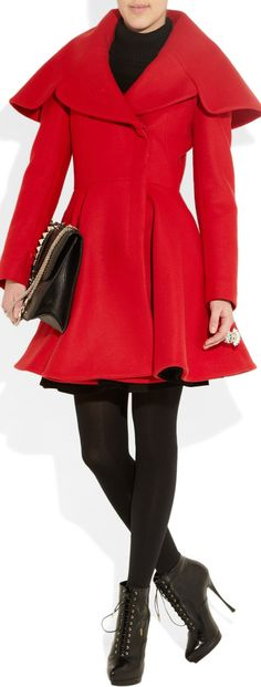 Love it - red coat Alexander McQueen Bjd, Swagg, Pretty Outfits, Passion For Fashion, Autumn Winter Fashion, Alexander Mcqueen, Mcqueen 3, Style Me, Fashion Design