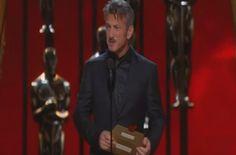Oscars 2015: Sean Penn's racist joke (video)