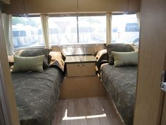 2015 Airstream Flying Cloud 25FB Twin - Golden Night Black Ultraleather